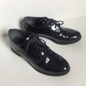 Dark blue oxford style patent leather shoes